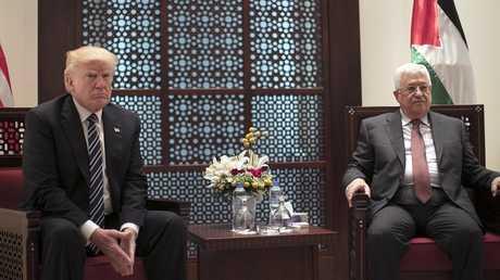 الرئيس الفلسطيني محمود عباس والرئيس الأمريكي دونالد ترامب
