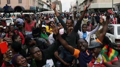 متظاهرون مطالبون برحيل موغابي في شوارع هراري