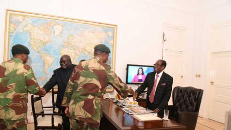 روبرت موغابي يعقد اجتماعا مع كبار المسؤولين في قوات الدفاع والشرطة في زيمبابوي - 19/11/2017