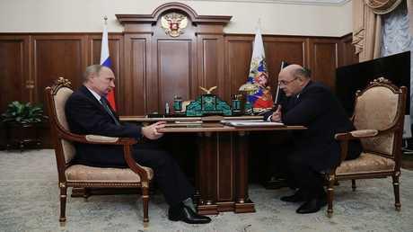 الرئيس الروسي فلاديمير بوتين، مع مايكل ميشوستين رئيس مصلحة الضرائب