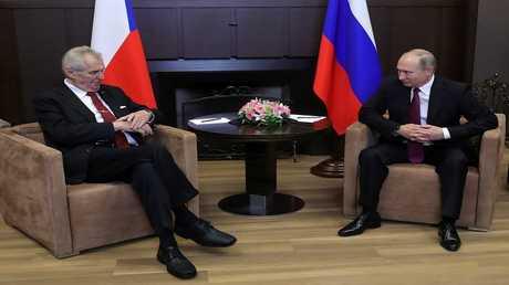 الرئيسان الروسي فلاديمير بوتين، وتشيكي ميلوش زيمان