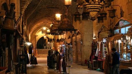 أرشيف - سوق خان الجمرك التاريخي في حلب - سوريا