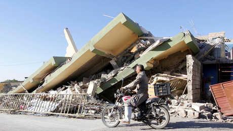أنقاض مبان مدمرة بزلزال ضرب الحدود العراقية الإيرانية يوم 12 نوفمبر/تشرين الثاني (دربندخان)