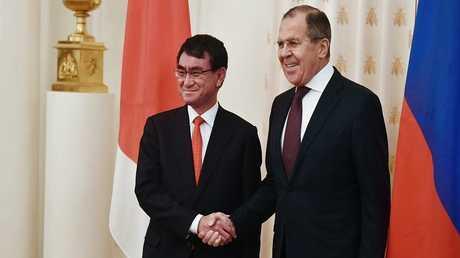 لقاء وزيري خارجية روسيا واليابان