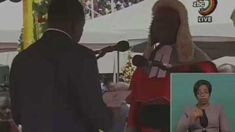الرئيس الجديد لزيمبابوي يؤدي اليمين