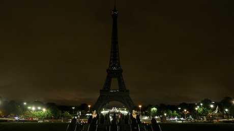 برجل إيفل في باريس - فرنسا