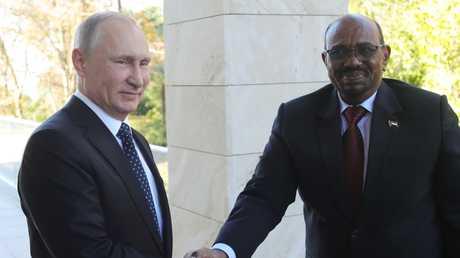 الرئيس الروسي فلاديمير بوتين ونظيره السوداني عمر البشير