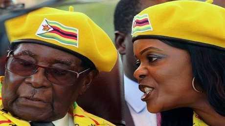 رئيس زيمبابوي السابق روبرت موغابي وزوجته غرايس