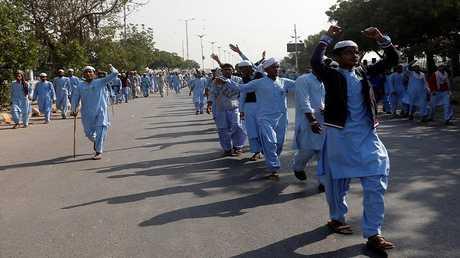 """متظاهرون مساندون لحركة """"لبيك يا رسول الله"""" الباكستانية"""