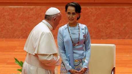 البابا فرنسيس يلتقي زعيمة ميانمار في نايبيداو