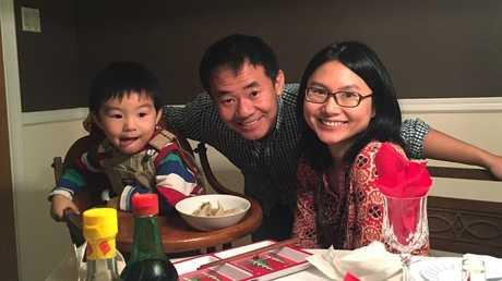الباحث الأمريكي شيوي وانغ مع أسرته