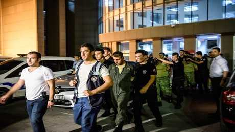 صورة من الأرشيف للاعتقالات التي طالت العسكريين في تركيا في أعقاب الانقلاب الفاشل صيف 2016