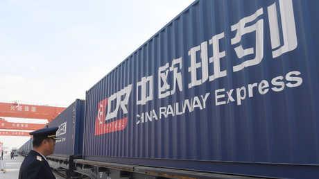 قطار لشحن البضائع الصيني