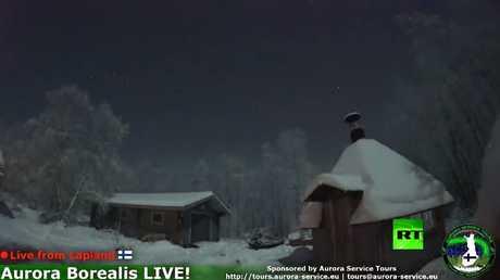 نيزك والشفق القطبي في سماء فنلندا في لحظة واحدة!