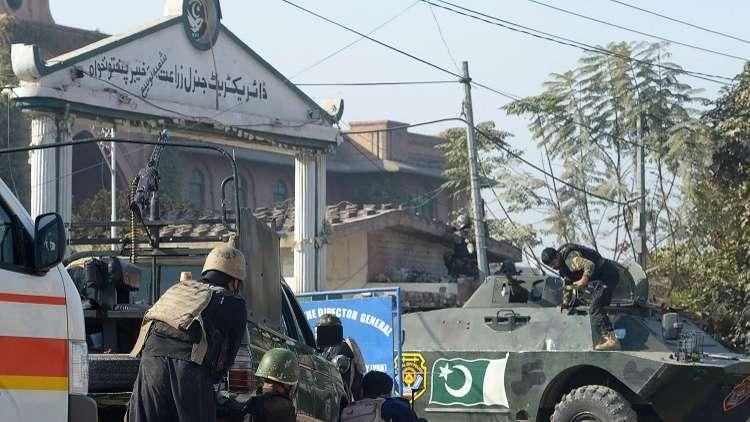 قتلى وجرحى في اقتحام الحرم الجامعي بباكستان