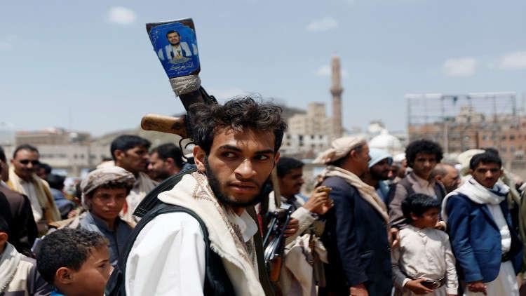 مصادر محلية: الحوثيون يحتجزون أكثر من 40 صحفيا وعاملا في قناة