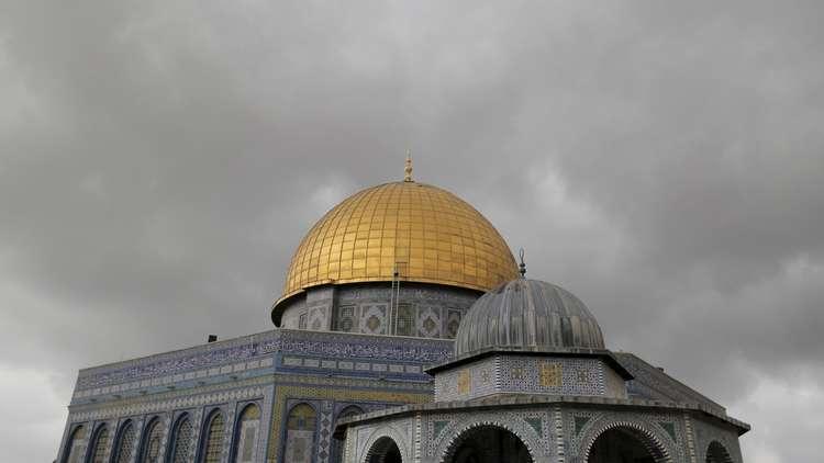 متطرفون يهود يقتحمون الأقصى ويصعدون إلى صحن قبة الصخرة المشرفة