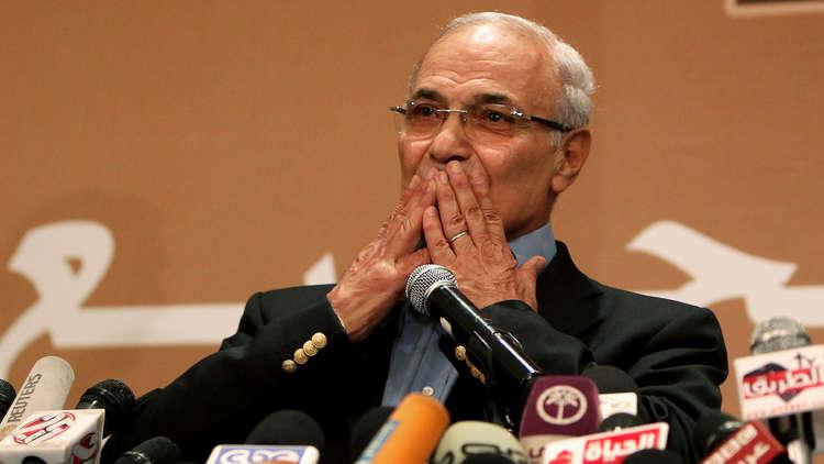 محامية شفيق: موكلي في أحد فنادق القاهرة وبصحة جيدة ولم يخضع لتحقيقات
