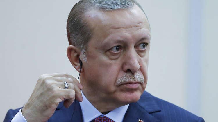 أردوغان يصف بعض رجال الأعمال بـ