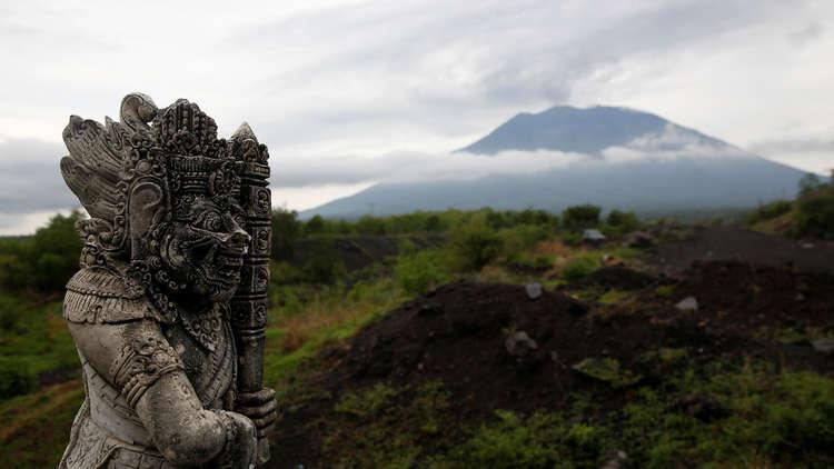 تراجع نشاط بركان أغونغ في جزيرة بالي الإندونيسية