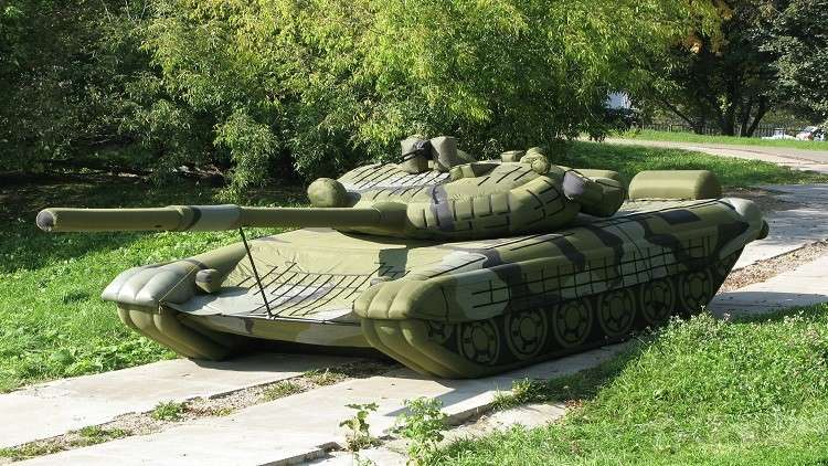 معدات عسكرية مطاطية روسية تثير استغراب الأمريكيين