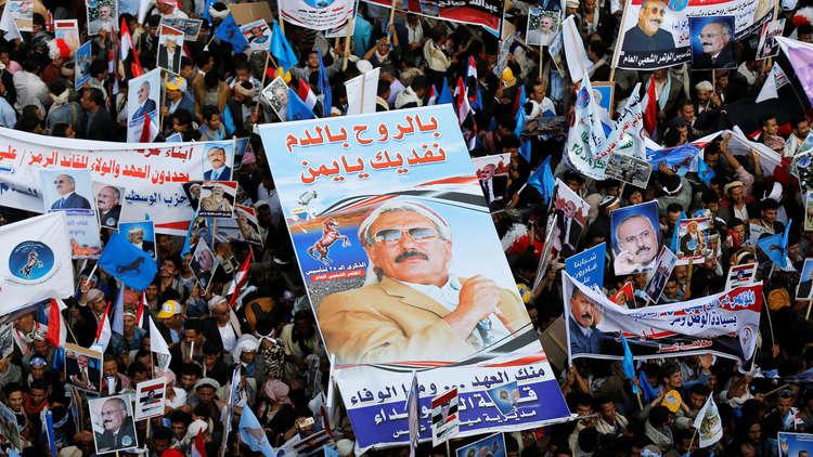 نجل علي عبدالله صالح يطالب اليمنيين بـ