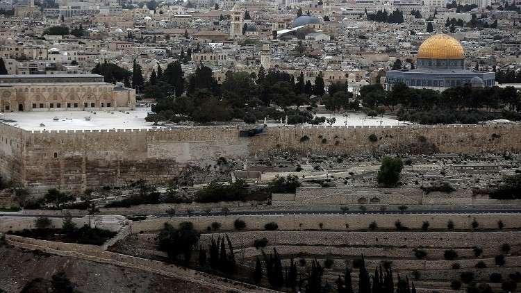 ترامب يؤجل الإعلان عن قراره حول نقل السفارة الأمريكية إلى القدس