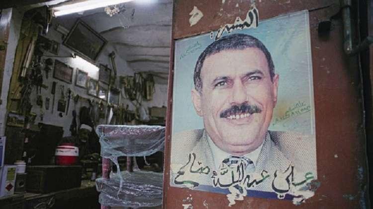 أنباء عن دفن صالح ليلا بلا مراسم