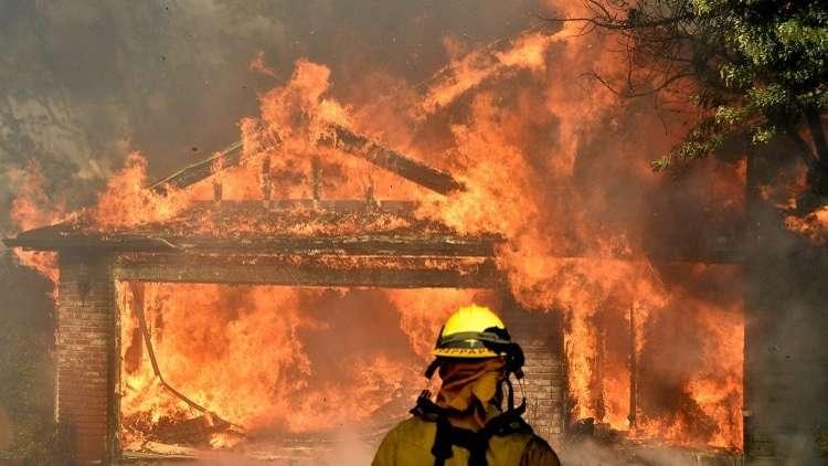إجلاء 38 ألف شخص بسبب الحرائق في كاليفورنيا