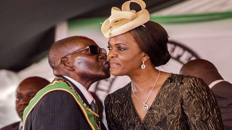 بعد استقالته.. زوجة موغابي تطلب الطلاق!