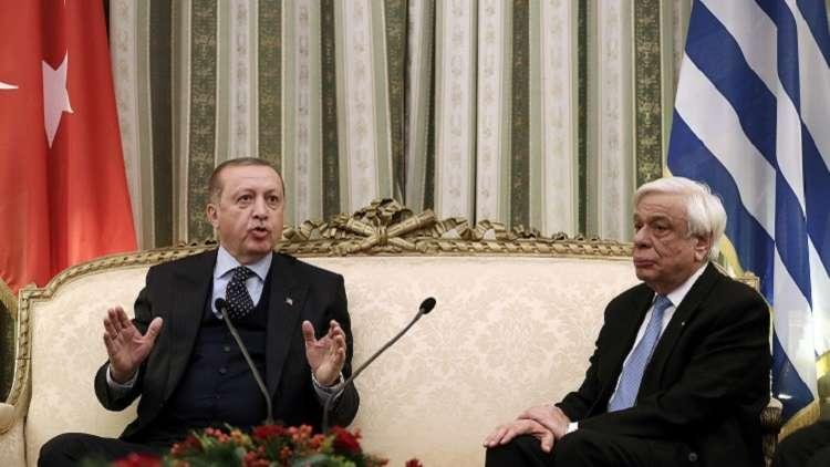 تركيا تطالب اليونان بتسليم عسكريين على صلة بالانقلاب