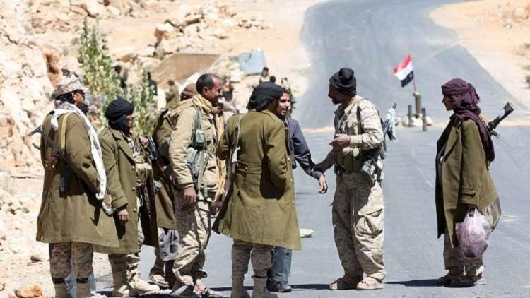 الجيش اليمني مدعوما بطيران التحالف يسيطر على مواقع حدودية