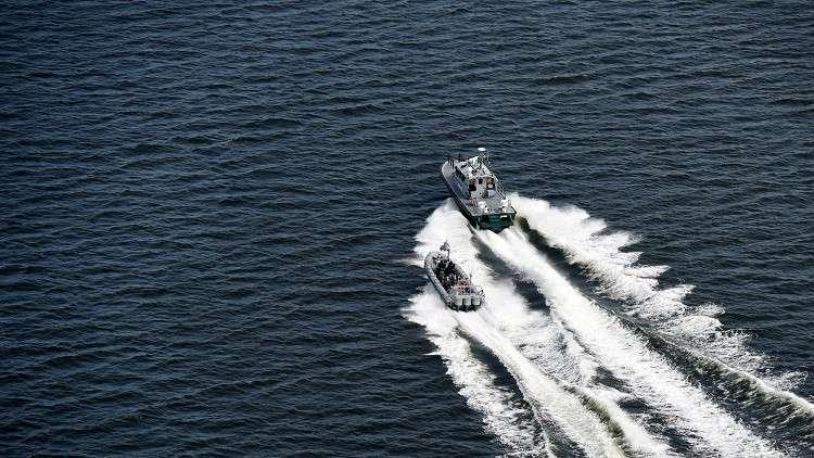 فقدان شخصين بغرق سفينة في خليج فنلندا