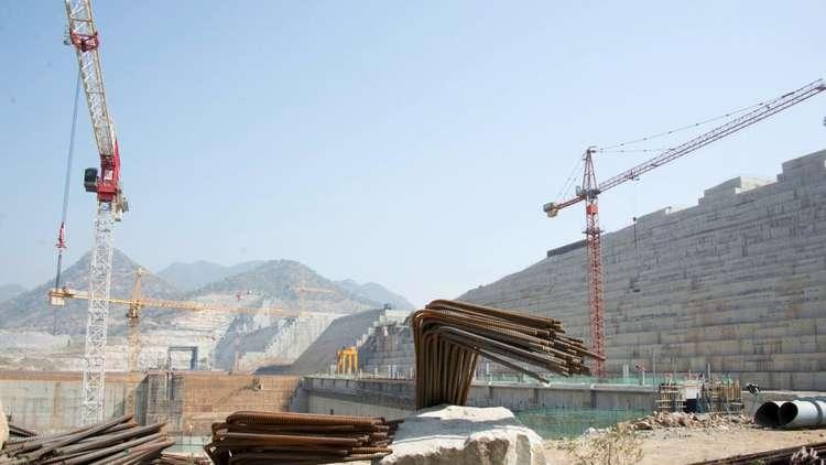 مصر تواجه سد النهضة ببناء أكبر سد في الصحراء الشرقية