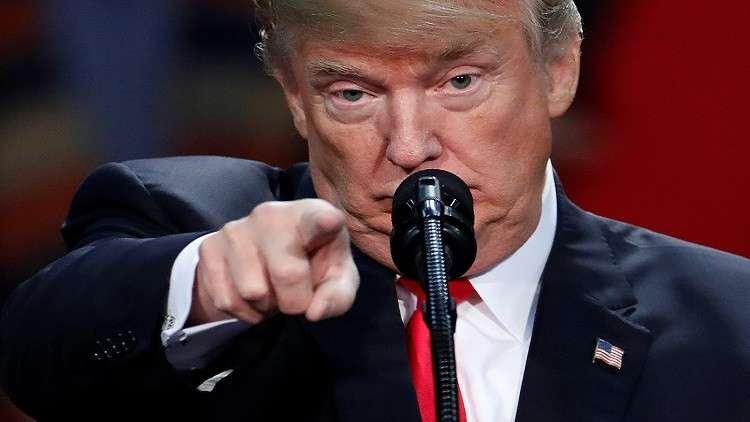 ترامب يطالب بفصل صحفي بسبب صورة