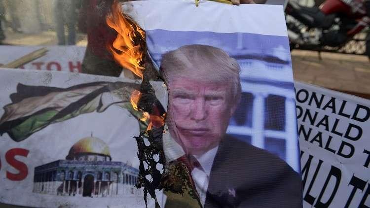 إحراق أعلام إسرائيل والولايات المتحدة أثناء احتجاجات في إندونيسيا