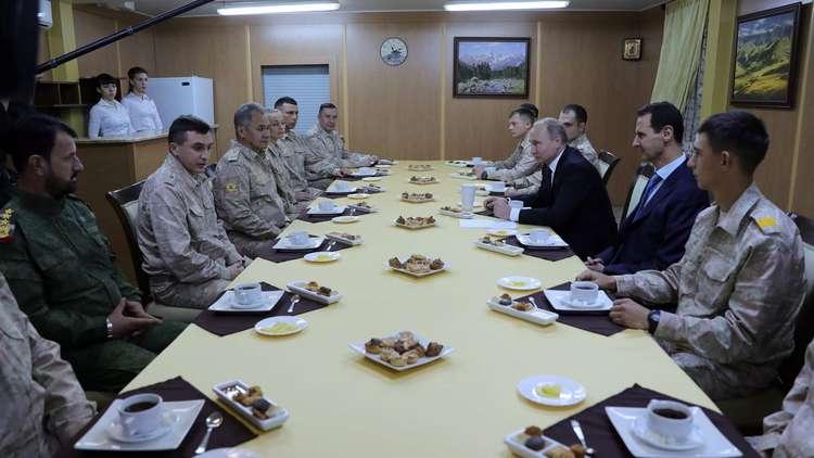 بوتين يشيد بالعميد سهيل الحسن أثناء لقائه العسكريين في سوريا
