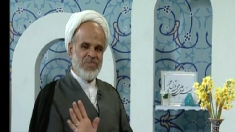 الزلزال يداهم رجل دين إيراني داخل استوديو