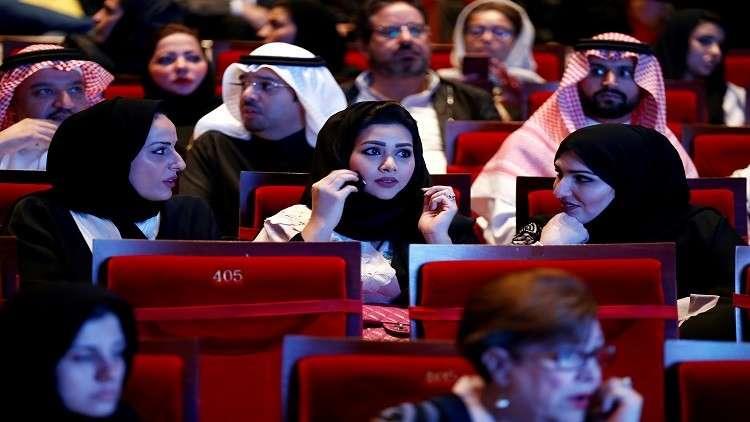 سعوديات يدخلن باب الوظائف من السياحة