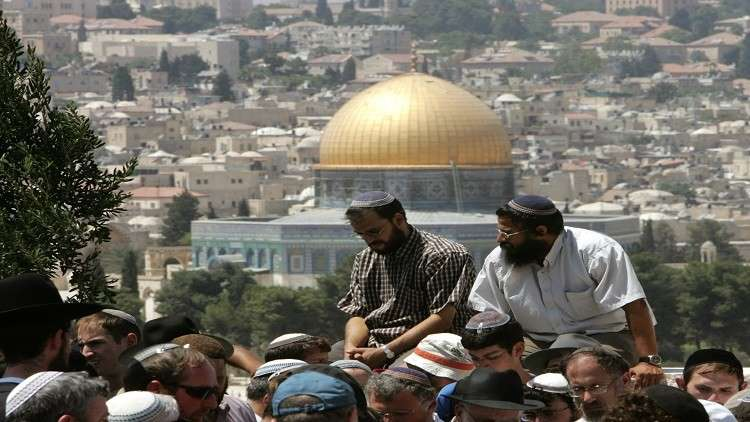 إسرائيل تشرع ببناء حدائق تلمودية على مقابر إسلامية ملاصقة للأقصى
