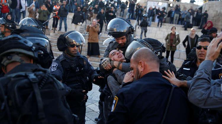 إصابات جراء اعتداء القوات الإسرائيلية على فلسطينيين عند باب العمود في القدس (فيديو)