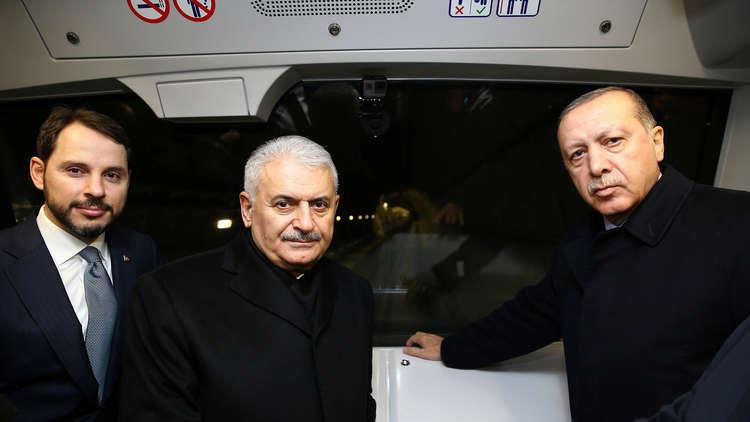 فيديو.. أردوغان يستقل أول مترو ذاتي القيادة في تركيا