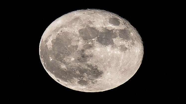 الجميع يريدون القمر