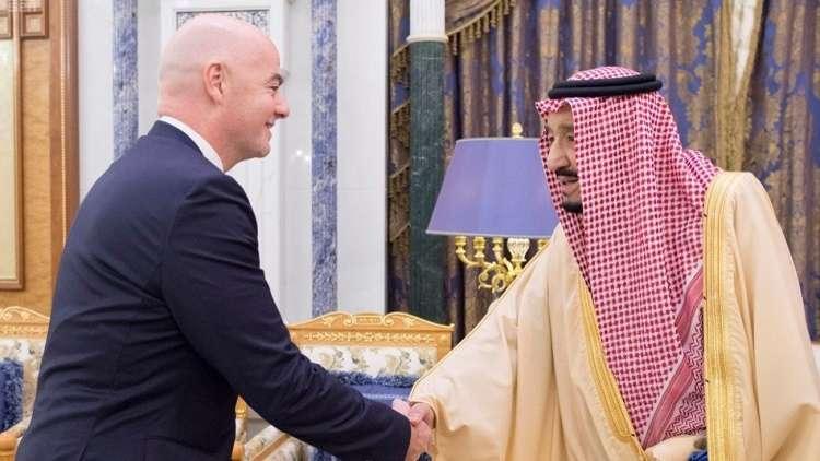 الملك سلمان يستقبل رئيس الاتحاد الدولي لكرة القدم
