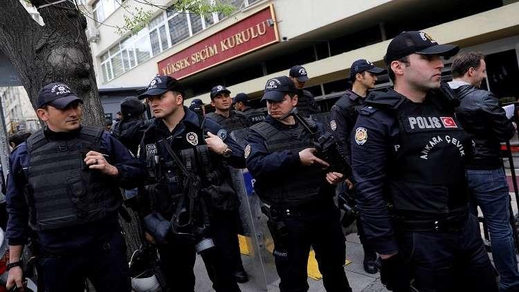السلطات التركية تلقي القبض على العشرات لصلتهم بغولن