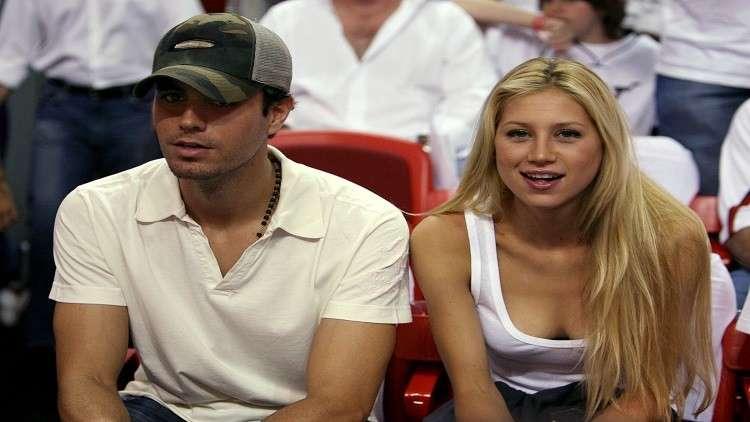 آنا كورنيكوفا وإنريكي إغلاسياس يستقبلان توأمهما