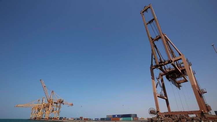 التحالف العربي يعلن بقاء ميناء الحديدة مفتوحا خلال شهر