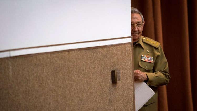 كاسترو يؤكد أنه سيتنازل عن كرسي الرئاسة