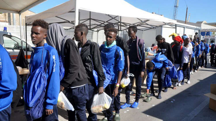 الأمم المتحدة تجلي أول مجموعة من اللاجئين الأفارقة من ليبيا إلى إيطاليا