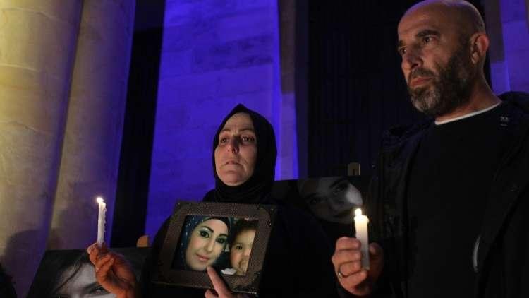 بيروت تشعل الشموع حدادا على نسائها